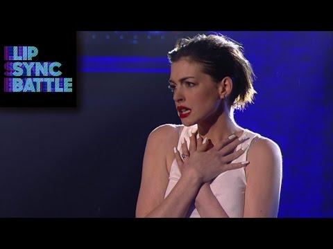 女神安海瑟薇使壞,大紅唇性感演出麥莉《愛情破壞球》!0:35那一剎那我對她痴迷了!
