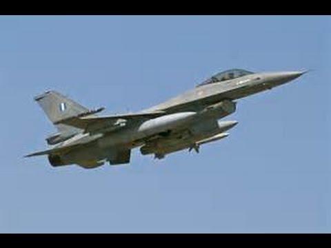 空軍戰機採購大轉向!軍方高層官員透露,空軍想買F-16C/D戰機已經有好幾年,但現在美國就算同意賣,台灣也不買了,因為當初想買,是為銜接戰力過渡期,現已無必要。 軍方高層說,軍方已做好20年換不了新戰機,只能靠IDF、幻象與F-16現有三型主力戰機維持空防的心理準備。因此,將現役三型戰機做性能提升,延長20年服役年限,成為當務之急。據了解,F-16A/B改裝後,性能可提升到F-16C/D的八成功力。 軍方高層表示,扁政府時代起,在考量戰機新舊交替,即從二代機換到三代機的戰力過渡問題下,我方曾向美爭取採購F-16C/D或F-15戰機,唯美方遲未同意;既是過渡之用,經過這麼多年都不給,現也早過了所謂的「過渡期」,因此,即便美方現在同意售我全新的F-16C/D,我們「也不會要了」。 這位決策將領說,戰機只不過是個「載台」,以後的空戰,根本不可能纏鬥,大家都打視距外的飛彈,神龍見首不見尾,戰機新舊,不見得是關鍵,反而配掛各型精準且先進的飛彈較重要。