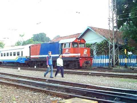 CC204-03 KA Parahyangan & BB306- langsiran kereta di Stasiun Manggarai