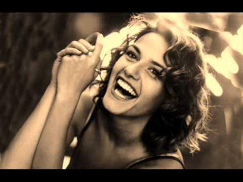 Tekst piosenki Irene Grandi - Buon Compleanno po polsku