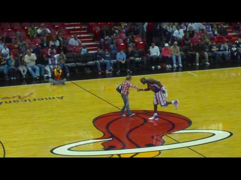 Harlem Globetrotters Basketball Tricks in Miami 3 HD
