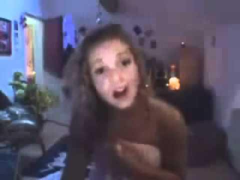 sta parlando con il ragazzo in webcam quando improvvisamente...