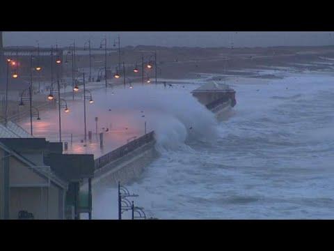 Η καταιγίδα Μπρένταν σαρώνει το Ηνωμένο Βασίλειο