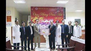 Bí thư Thành ủy Trần Văn Lâm tặng quà tại Bệnh viện Việt Nam - Thụy Điển Uông Bí