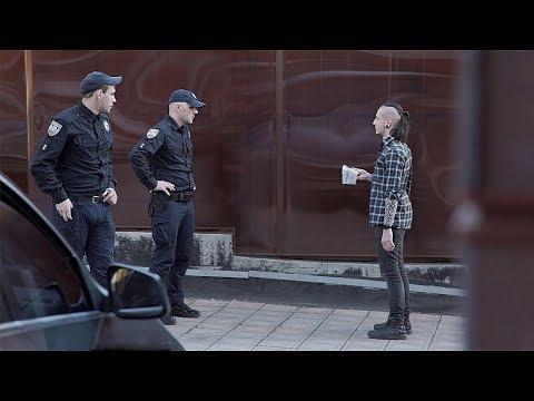 ФОКУСНИК ПЫТАЕТСЯ ПРОДАТЬ ТРАВУ ПОЛИЦИИ | ПРАНК С КОПАМИ | Маgiс Fivе - DomaVideo.Ru