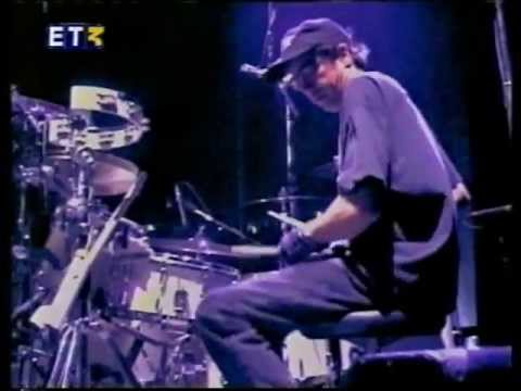 ET3 - R.e.m. - Crush With Eyeliner Live - Dvdrip Cur Dog