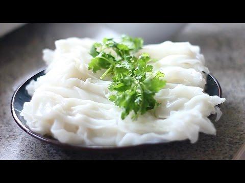 Cách làm BÁNH CUỐN/ bánh ướt thịt nướng -  Vietnamese steamed rice cake recipe (видео)