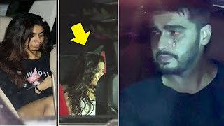 Video Sridevi's SAD Daughters Jhanvi & Khushi Kapoor Break Down In Car Outside Arjun Kapoor's House MP3, 3GP, MP4, WEBM, AVI, FLV Maret 2018