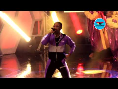 CAF Awards: Wizkid performs live band rendition of 'Ojuelegba'