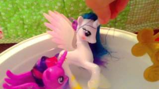 My little pony: POOL PARTY AWESOMENESS!!!!🍩🍩🍩🍩🍩🍩🍩🍩🍩🍪🍰💩💩💩💩💩💩💩👽😺