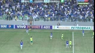 Blog do Raposão Demolidor: http://raposaodemolidor.blogspot.com/CRUZEIRO 2 X 1 PALMEIRASMotivo: 13ª rodada do Campeonato BrasileiroData: 29/07/2012 (domingo)Local: estádio Independência, em Belo HorizonteÁrbitro: Fabrício Neves Correa/RSPúblico: 11.512 pagantesRenda: R$ 286.315,00Gols: Borges, aos 36 min. do 1º tempo; Borges, aos 11 min., e Barcos, aos 23 min. do 2º tempoCruzeiroFábio; Ceará, Victorino, Thiago Carvalho e Diego Renan; Leandro Guerreiro, Charles, Tinga e Montillo; Wallyson (Willian Magrão) e Borges (Anselmo Ramon)Técnico: Celso RothPalmeirasBruno; Arthur, Leandro Amaro, Henrique e Fernandinho; Márcio Araújo, João Vitor, Patrik (Obina) e Daniel Carvalho (Maikon Leite); Mazinho e Barcos (Betinho)Técnico: Luiz Felipe ScolariCartões amarelos: João Vitor, Daniel Carvalho, Barcos e Leandro Amaro (Palmeiras); Victorino e Willian Magrão (Cruzeiro)