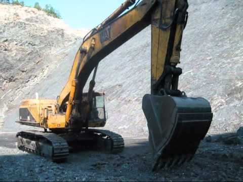Caterpillar 375 Digging Coal