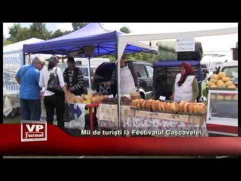 Mii de turisti la Festivalul Cascavelei