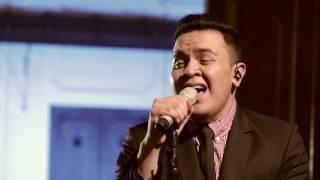 Tulus - Jatuh Cinta (Live at Music Everywhere) *