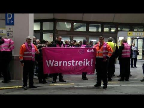 Warnstreiks an deutschen Flughäfen am Donnerstag (Stu ...