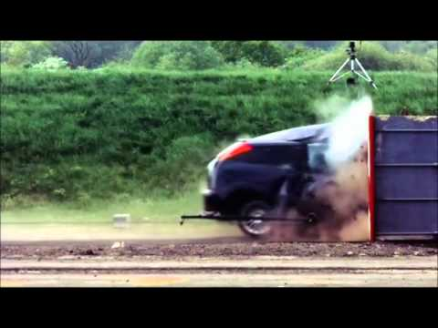 Car Crash Test pri 193 km/h