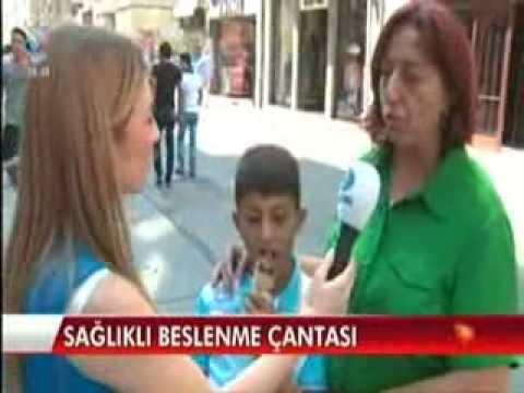 Diyetisyen ve Yaşam Koçu Gizem ŞEBER, 6 Eylül 2013 Cuma günü Kanal D Ana Haber Bülteni'ne konuk olarak, sağlıklı beslenme çantasının nasıl hazırlanması gerektiğini anlattı.