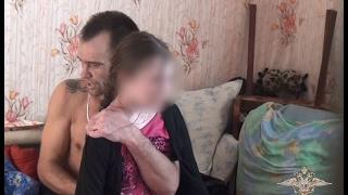 Download Video Оперативное видео освобождения 13-летней заложницы в Омске MP3 3GP MP4