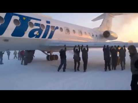 Ludi Rusi: Gurali avion da bi upalio
