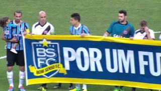 A onda de protestos em campo começou no jogo do Grêmio contra o Vasco, na Arena. Todos os jogadores cruzaram os braços,...
