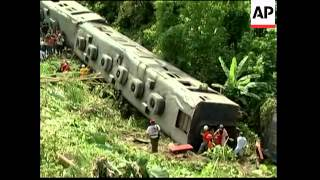 Padre Burgos (Quezon) Philippines  city photos gallery : Train derails, falls into ravine, 10 dead