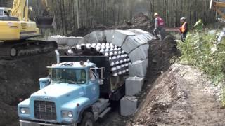 [Video] Lắp ráp những khối bê tông nhỏ để tạo đường hầm