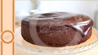 Исключительной прелести и простоты, рецепт! Не пройдите мимо и вы никогда об этом не пожалеете. Этот торт, я пекла впервые и теперь, он навсегда в копилке моих любимых рецептов. Сочный, влажный,  мега-шоколадный, с бархатным вкусом и тающей консистенцией. Угостите близких! ))) группа ok    http://ok.ru/ugostiblijnegoгруппа vk    http://vk.com/ugosti_blijnegoПодписываемся на канал.https://www.youtube.com/channel/UCaqTzfK__JMGDgsMxM959mw?view_as=publicУгости ближнего - это канал Евгении Ковалец. Для всех любителей вкусной, домашней еды. Женя с удовольствием делится секретами и важными нюансами приготовления различных блюд. Помогая любителям готовить, создавать свои собственные рецепты и фирменные семейные блюда, которыми так приятно баловать близких и самих себя.