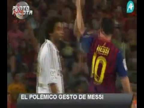 Messi spitting at Mourinho ميسي يبصق على مورينهو أيهما أحقر (видео)