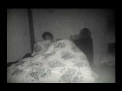 fantasma indemoniato terrorizza l'intera nottata di questo ragazzo