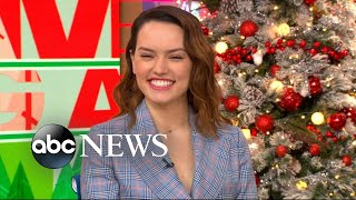 Video Daisy Ridley talks about spending time with Carrie Fisher on the set of 'The Force Awakens' MP3, 3GP, MP4, WEBM, AVI, FLV Juni 2018