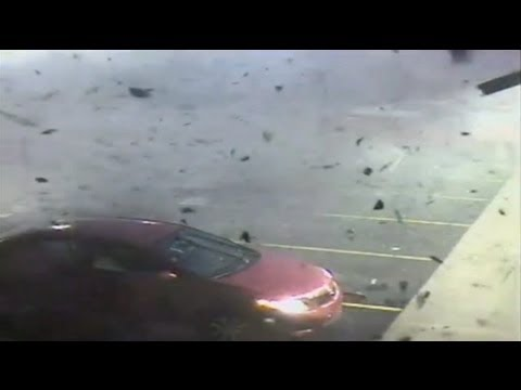Tornado hits Alabama on Christmas Day