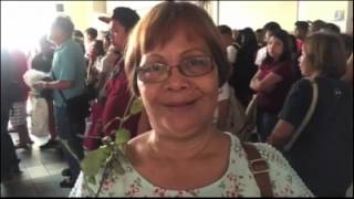 The staff of the Metro Rail Transit 3 (MRT-3) treated mothers riding the trains with roses on Sunday, Mothers' Day. Subscribe to the ABS-CBN News channel!