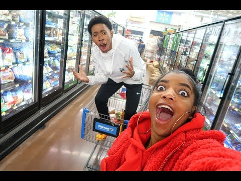 CRAZY LATE NIGHT GROCERY SHOPPING | VLOGMAS DAY 3