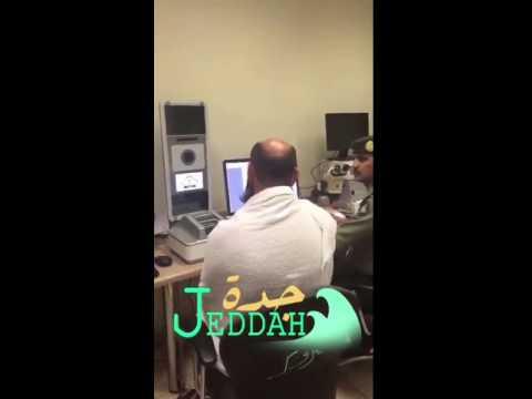 فيديو : وافد زور جوازه ليتمكن من الحج .. و جوازات مطار الملك عبدالعزيز تحبط محاولته