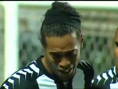 Ronaldinho đã khóc để ăn mừng một tuyệt phẩm