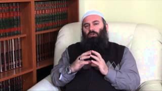 Nëse një njeri është shum i shtyrë në moshë dhe nuk mund të falet - Hoxhë Bekir Halimi