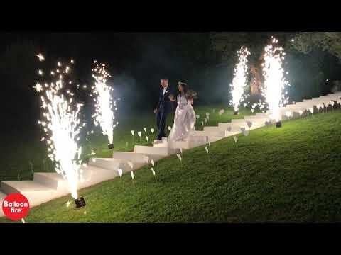 Ηδίλοφον συντριβάνια στις σκάλες είσοδος ζευγαριού Άυγουστος 2019