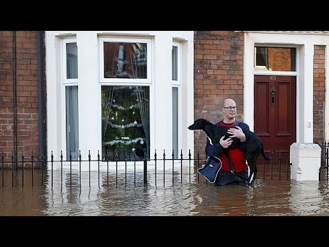 Βρετανία: Δραματική κατάσταση από τις πλημμύρες