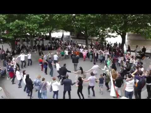 Български флаш моб насред Лондон
