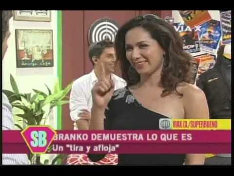 Catalina Correa saca sus zapatos y muestra sus pies en EPESB
