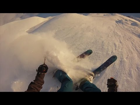 sciatore compie un salto incredibile (gopro)