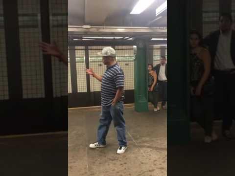 Una gran voz en el metro de Nueva York