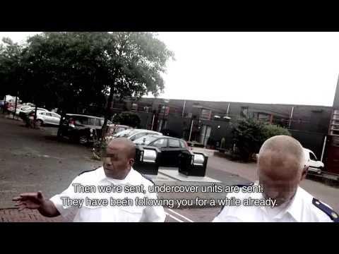 politie - With English subtitles-- Korte film gemaakt met verborgen camera, brengt discriminatie door de politie in beeld. Gedraaid in Driemond, Amsterdam Zuid-Oost ...