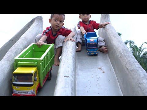 Drama Zafi Bermain Truk Mainan Anak di Perosotan