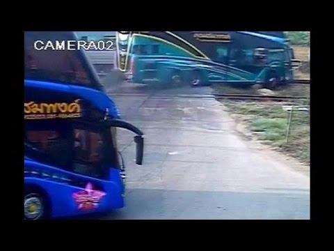 Tαϊλάνδη: Φονική σύγκρουση τρένου με λεωφορείου