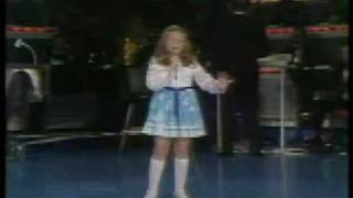 Lena Zavaroni sings 'Help me make it through the night' - Jerry Lewis Telethon 1974