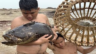 Video Primitive Technology with Survival Skills Giant fish trap in the wild beach (looking for food) MP3, 3GP, MP4, WEBM, AVI, FLV Agustus 2019