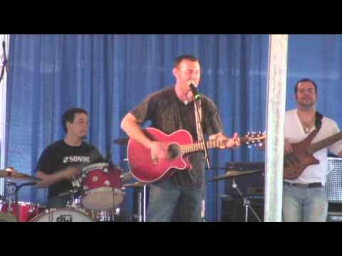 Matt Dylan performs Carolina Moonshine