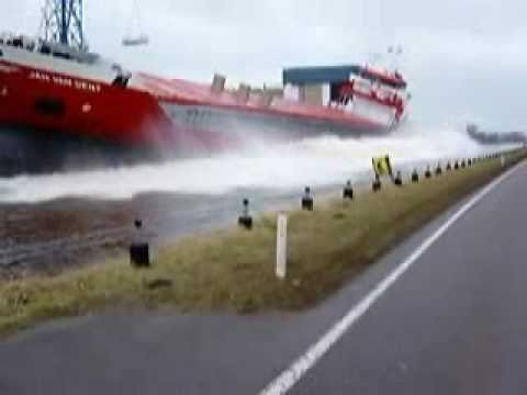 طريقة انزال السفينة الجديدة للبحر