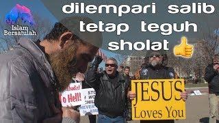 Video Masya Allah... Dilempari salib dan dibully tapi tetap teguh sholat 💪 MP3, 3GP, MP4, WEBM, AVI, FLV Desember 2017